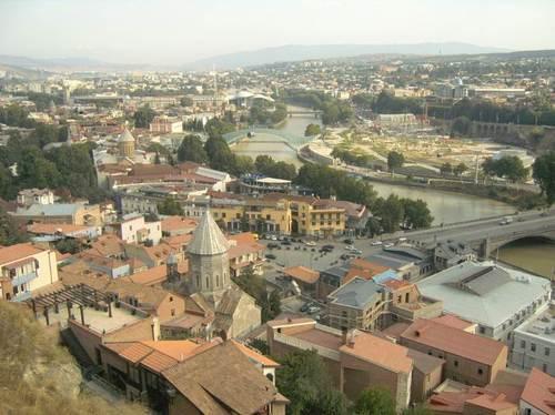 Панорамен поглед от крепостта към Тбилиси и река Кура