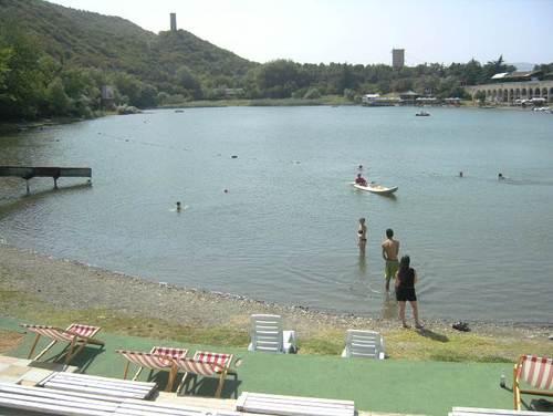 Езеро в планината над Тбилиси, където поплувах преди да продължа към Армения