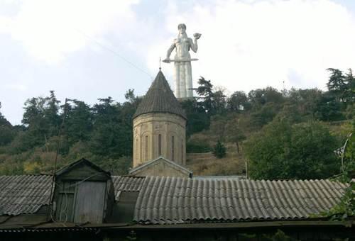 Паметникът на Майка Грузия