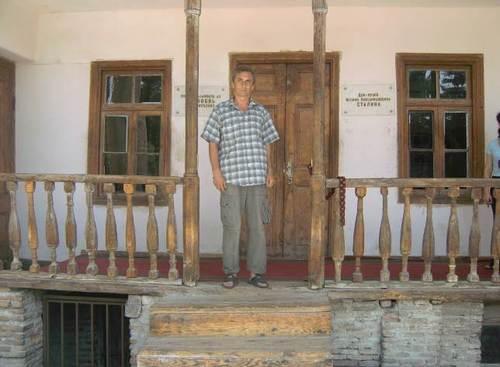 Пред родната къща на Сталин