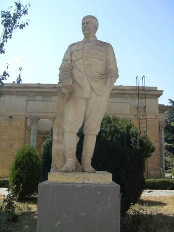 Паметникът на Сталин