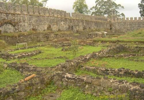 Останки от римската крепост Гонио. Крепостта е разположена на крайморския римски път в древна Колхида (старото име на сегашна западна Грузия)