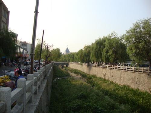 Рекичката покрай църквата