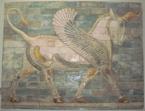 Реставрирани цветни барелефи в историческия музей в град Шуш (древната Суса)