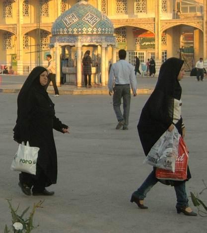 Облеклото в Иран