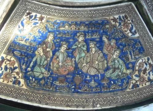 Фрагмент от порцеланов плот на маса