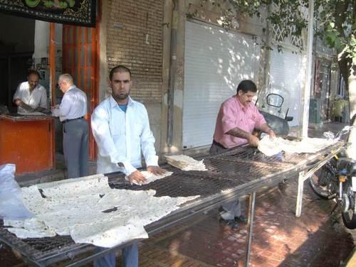 Типичен ирански тънък хляб