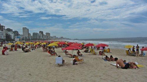 Плажа на Ипанема през уикенда