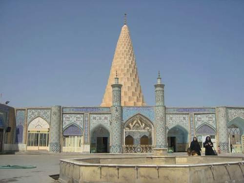 Религиозният комплекс с внушителната конусообразна Гробница на Даниел