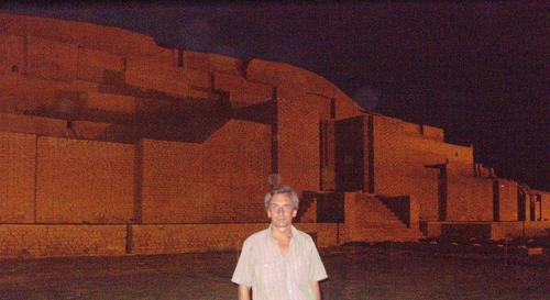 Вечерната обиколка на терасовидната пирамида в Чока Занбил