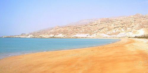 Безлюдния плаж, където беше първото ми къпане и плуване в Персийския залив