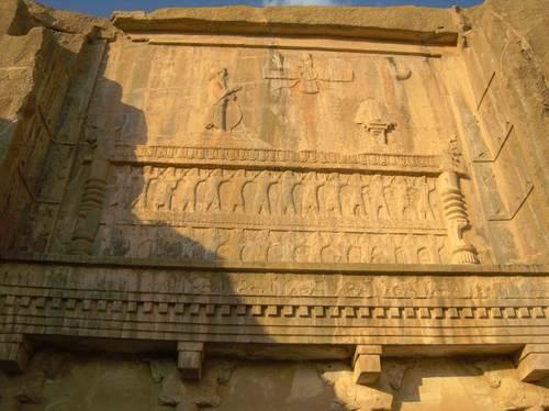 Барелефи над гробницата Артаксеркс IІ