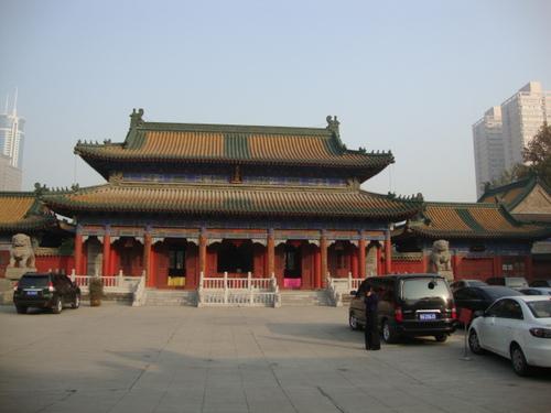 Първият от поредицата храмове в комплекса