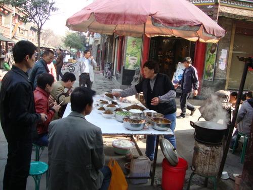 Обяд на улицата