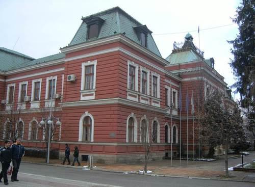 Сградата на общината в центъра на Кюстендил