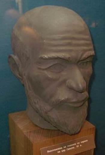 """Главата на цар Самуил (10÷11 век), възстановена по запазения му череп – експонат от музейната експозиция в джамията """"Ахмед бей"""""""