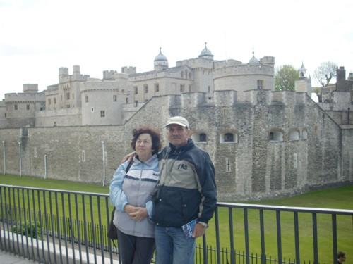 Ние пред замъка Тауър
