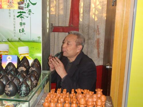 Продавач на окарини в кулата