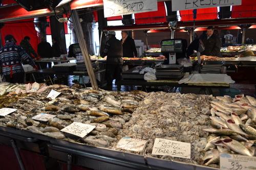 Венеция, рибен пазар до моста Риалто