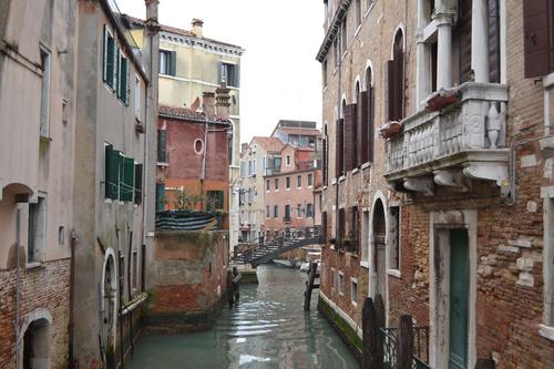 Из Венеция