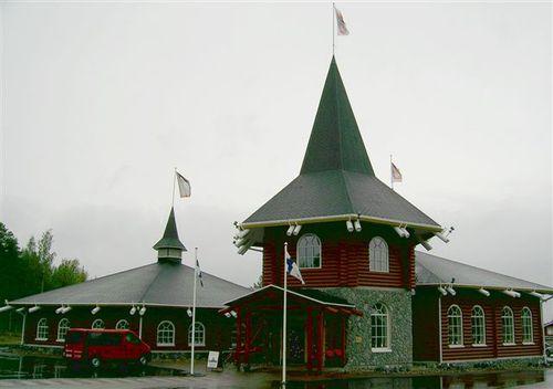 Музея на коледните традиции и магазина за сувенири към него