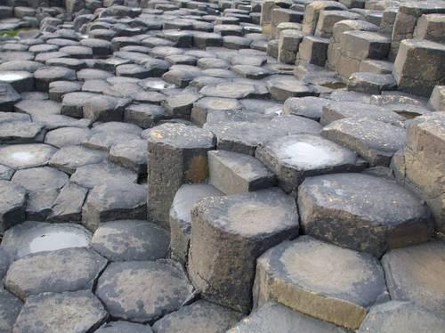 Камъните са с характерна шестоъгълна форма