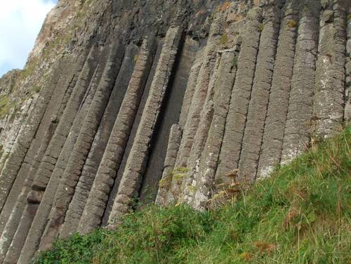 Тази група от почти вертикални каменни стълбове носи името 'Църковния орган'