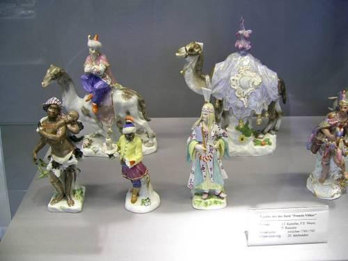 Разнообразието на музейните експонати от порцелан е впечатляващо