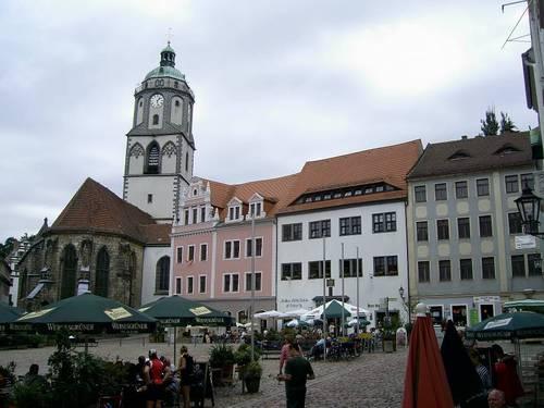 Централният площад Маркт (Markt) с църквата Фрауенкирхе (Frauenkirche) и часовниковата кула