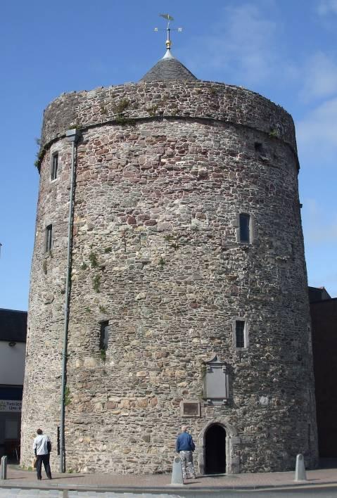 Входната такса за кулата с музея е 2 евро.