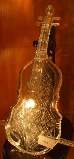 Цигулката е продадена