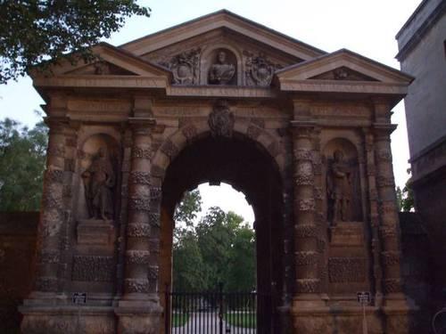Централният вход на ботаническата градина