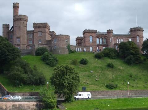 Замъка Гарисън (Garrison) в Инвърнес, гледан от три различни страни