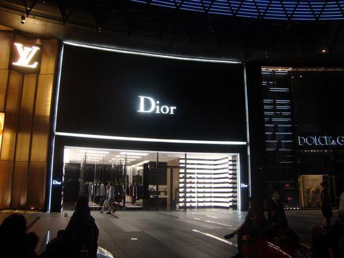 ION Orchard Mall – магазина на Dior