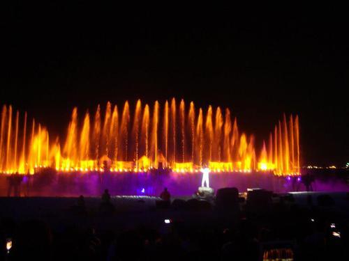 Пеещите фонтани в шоуто