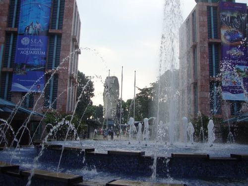 Един от десетките работещи фонтани в Сентоса