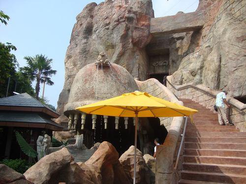 Входа за пещерата в Аква парка
