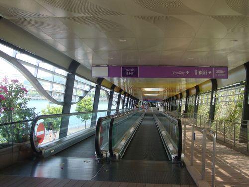 Движеща се пътечка между континента и Сентоса
