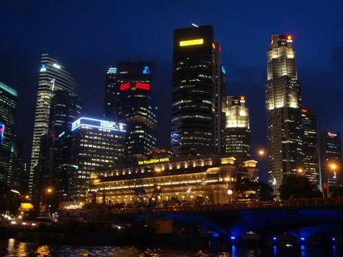 Нощен Сингапур – просто прекрасен...