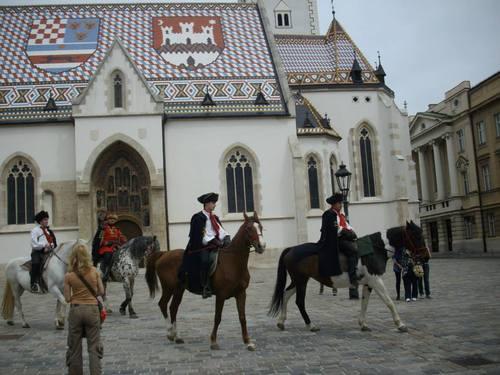 Загреб, Конници в носии