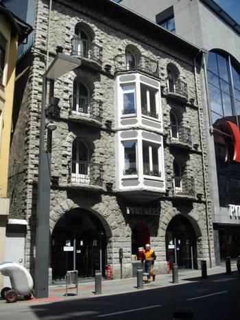 Андора, типична каменна сграда