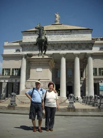 Италия, Генуа, централният площад с паметник на Гарибалди