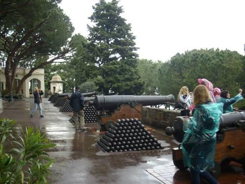 Монако, оръдейната батарея пред двореца