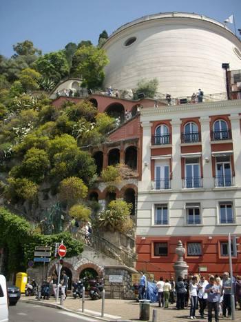 Ница, кулата с тунела и асансьора