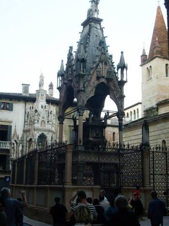 Италия, Верона, саркофагът с мощите на Св. Зенон