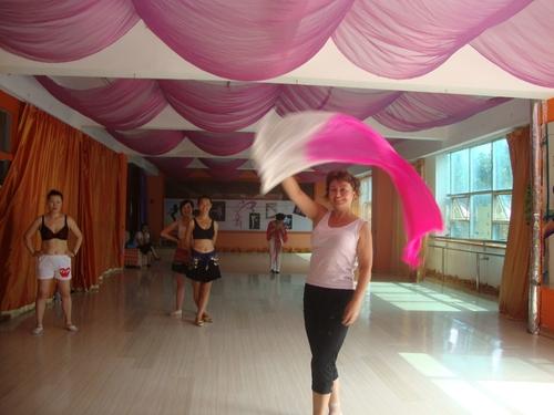 в танцовата школа последните дни