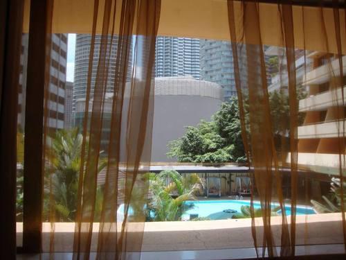 Изглед от прозореца на стаята ни към басейна и градината