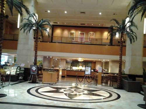 Фоайето и рецепцията на Corus Hotel