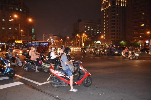 По тъмно из дебрите на квартала около Лонгшан