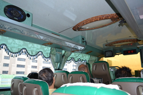 Автобусите украсени с перденца и облицовани с пвц ламперия се водят луксозни. Тези без - обикновени.